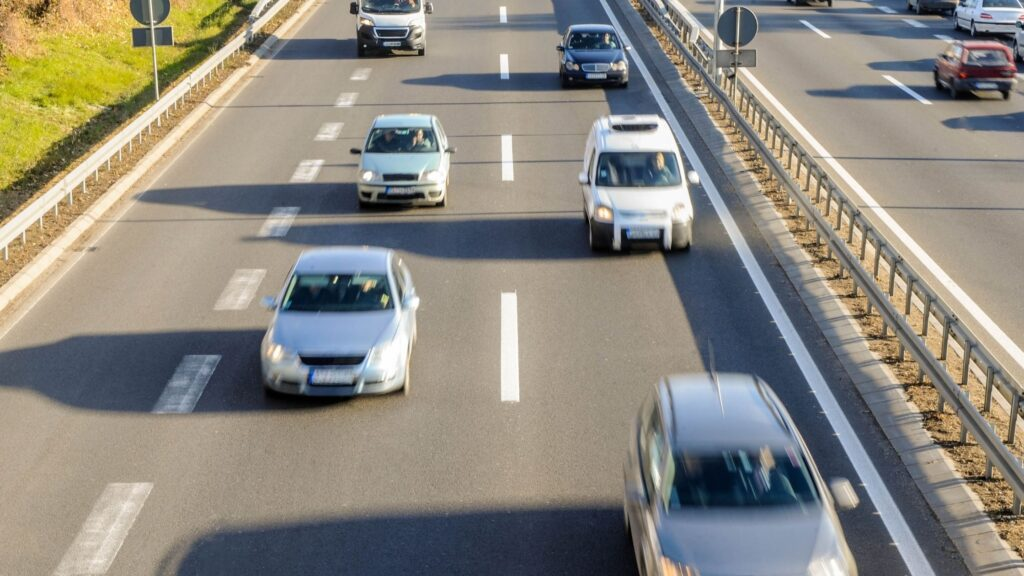 Middle Lane Drivers