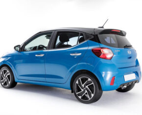 Hyundai i10 Blue side view