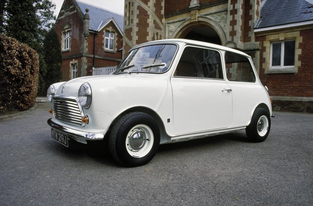 Image of the Austin Mini in white