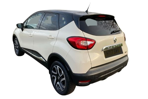 Renault Captur -Side and back view (1)